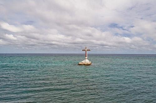 Độc đáo nghĩa trang dưới dưới biển ở Philippines - 1