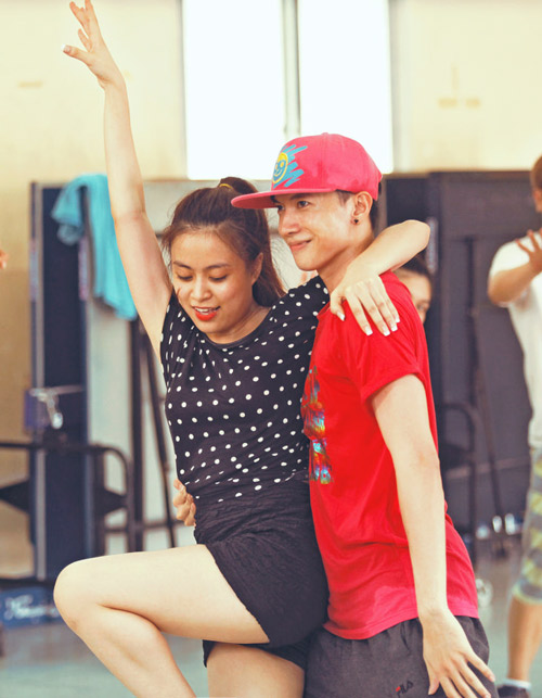 Hoàng Thùy Linh dịu dàng múa quai thao - 8