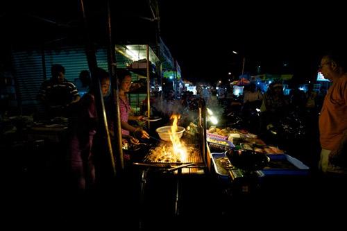 Những chợ 'âm phủ' đặc biệt ở Việt Nam - 6