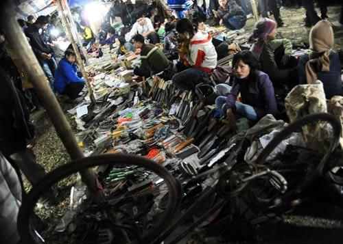 Những chợ 'âm phủ' đặc biệt ở Việt Nam - 8