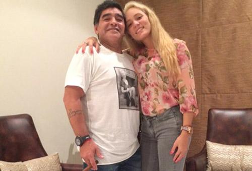 Chia tay, Maradona đòi quà bồ cũ - 1