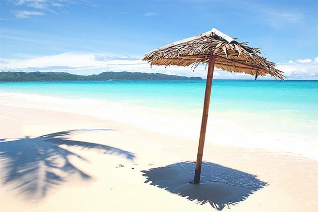 2. Đảo Boracay (Philippines)  Boracay là một hòn đảo nhỏ dài 7km, nơi có nhiều bãi biển đẹp và quyến rũ nhất thế giới.
