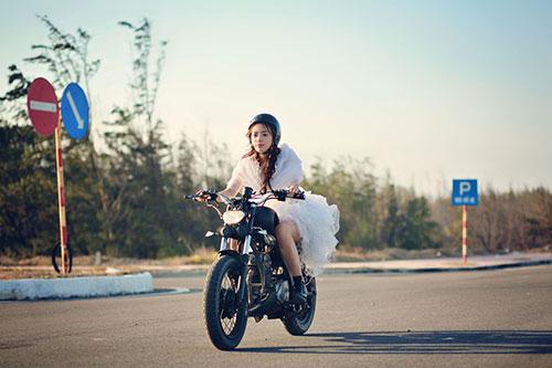"""Lan Trinh mặc váy cưới cưỡi mô-tô """"khủng"""" - 9"""