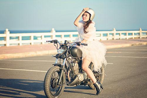 """Lan Trinh mặc váy cưới cưỡi mô-tô """"khủng"""" - 11"""