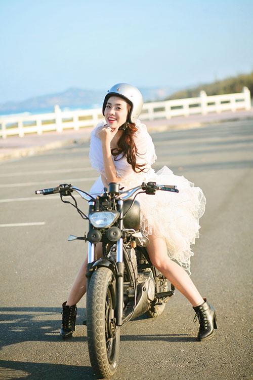"""Lan Trinh mặc váy cưới cưỡi mô-tô """"khủng"""" - 12"""