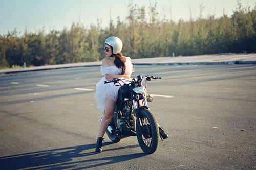 """Lan Trinh mặc váy cưới cưỡi mô-tô """"khủng"""" - 7"""