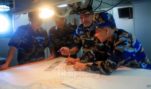 Trên tàu Cảnh sát biển làm nhiệm vụ ở Hoàng Sa - 4