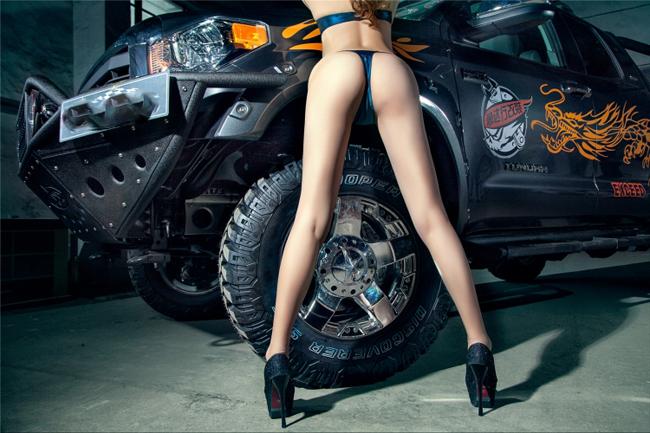 """Toyota in hình rồng đọ độ """"nóng"""" bên người đẹp - 7"""