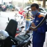 Thị trường - Tiêu dùng - Trích lại quỹ bình ổn để giữ nguyên giá xăng, dầu