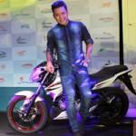 Ô tô - Xe máy - Yamaha FZ150i xuất hiện trong MV mới của Tuấn Hưng