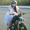 """Lan Trinh mặc váy cưới cưỡi mô-tô """"khủng"""""""