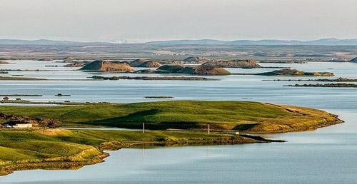 Những chiếc hố rỗng lạ lùng trong hồ cổ Iceland - 1