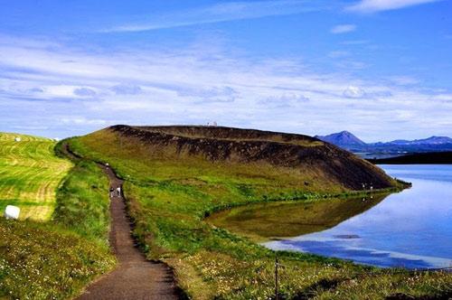 Những chiếc hố rỗng lạ lùng trong hồ cổ Iceland - 2