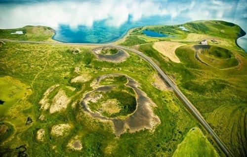 Những chiếc hố rỗng lạ lùng trong hồ cổ Iceland - 5