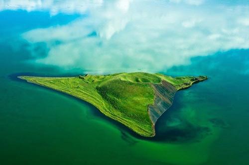 Những chiếc hố rỗng lạ lùng trong hồ cổ Iceland - 6