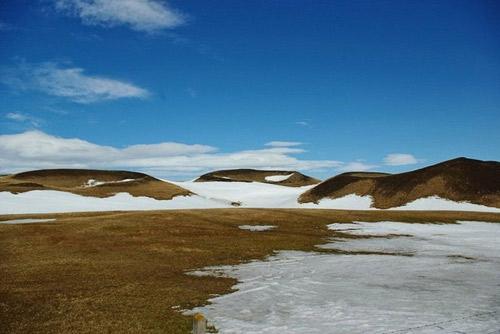 Những chiếc hố rỗng lạ lùng trong hồ cổ Iceland - 8