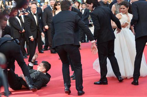 """""""Điêu đứng"""" với kẻ phá quấy thảm đỏ Cannes - 7"""