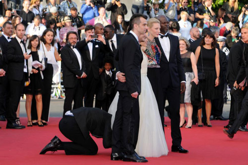 """""""Điêu đứng"""" với kẻ phá quấy thảm đỏ Cannes - 2"""