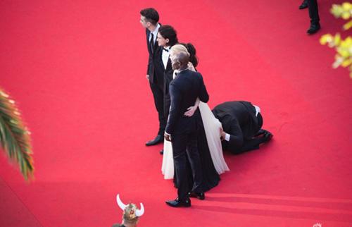 """""""Điêu đứng"""" với kẻ phá quấy thảm đỏ Cannes - 1"""