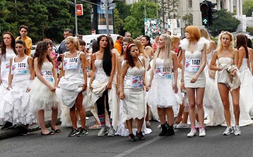 """6 hoạt động thời trang """"điên rồ"""" nhất thế giới - 12"""