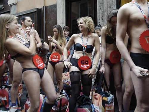 """6 hoạt động thời trang """"điên rồ"""" nhất thế giới - 2"""