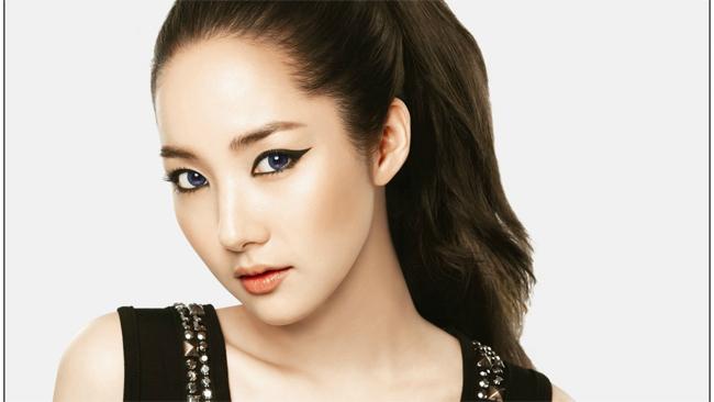 Cô hiện tại đang sở hữu gương mặt xinh đẹp hàng đầu làng giải trí & nbsp;Hàn Quốc. & nbsp;
