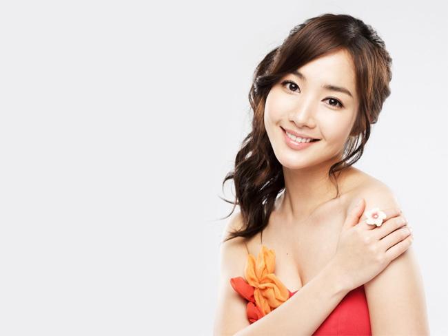 Tuy nhiên nếu so sánh với những hình ảnh trong quá khứ thì gương mặt & nbsp;Park Min Young có sự cap thiệp rất nhiều của công nghệ thẩm mỹ. & nbsp;