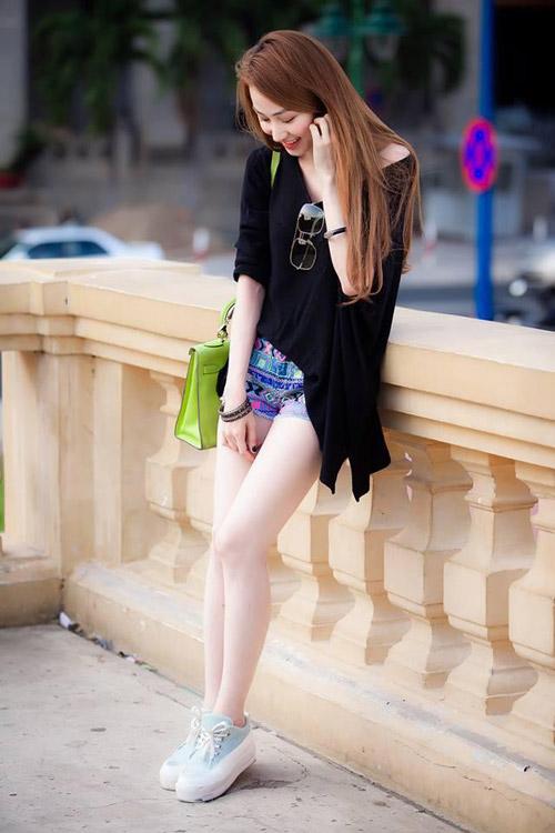 """Sao Việt """"xoa dịu"""" nắng nóng bằng váy áo mát mẻ - 10"""