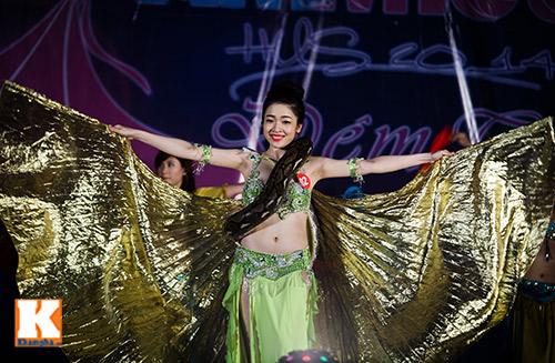 Nữ sinh ĐH Tự nhiên múa bụng quyến rũ cùng… trăn - 11