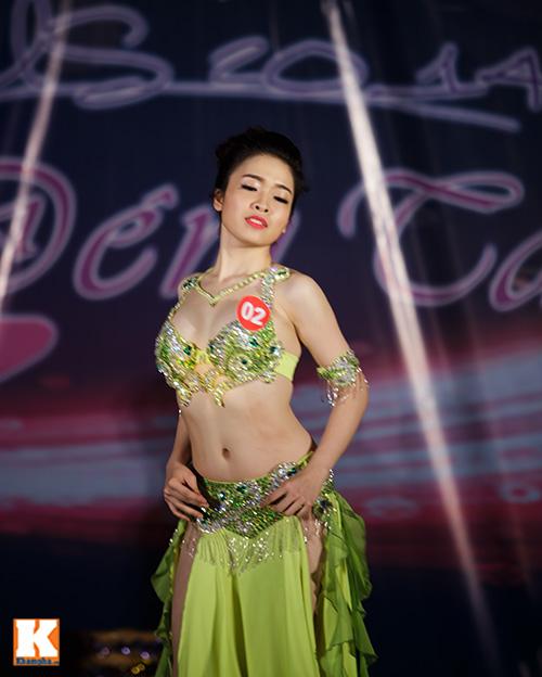 Nữ sinh ĐH Tự nhiên múa bụng quyến rũ cùng… trăn - 2