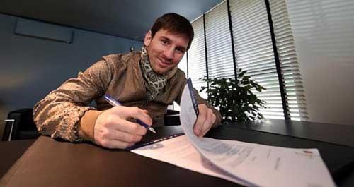 Messi nhận lương khủng: Thế giới đảo điên - 2