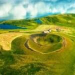 Du lịch - Những chiếc hố rỗng lạ lùng trong hồ cổ Iceland
