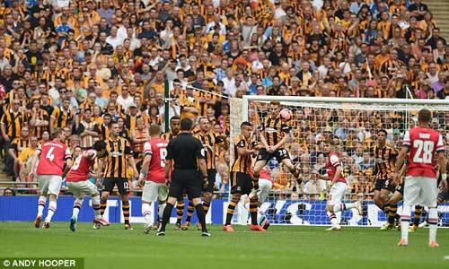 Arsenal giải cơn khát danh hiệu, Wenger tắm sâm-panh - 3