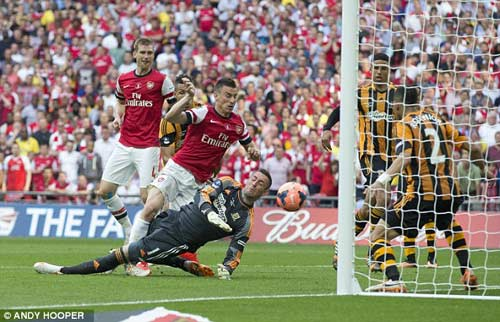 Arsenal giải cơn khát danh hiệu, Wenger tắm sâm-panh - 4