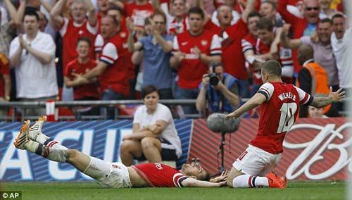 Arsenal giải cơn khát danh hiệu, Wenger tắm sâm-panh - 5