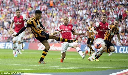 Arsenal giải cơn khát danh hiệu, Wenger tắm sâm-panh - 2