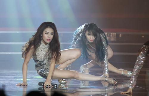 Hoàng Thùy Linh quá đỗi sexy trong liveshow đầu đời - 1