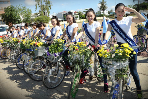 Thí sinh hoa hậu đạp xe để bảo vệ môi trường - 4