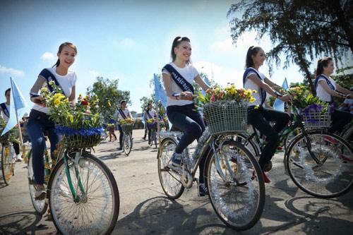 Thí sinh hoa hậu đạp xe để bảo vệ môi trường - 1