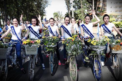 Thí sinh hoa hậu đạp xe để bảo vệ môi trường - 2