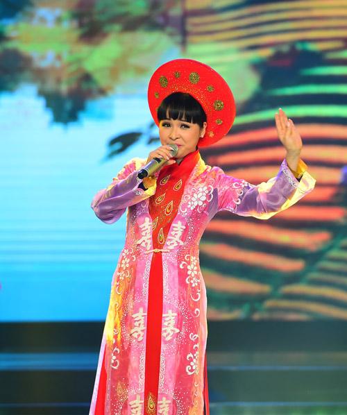 """Hồng Nhung quyến rũ với áo yếm trên """"ghế nóng"""" - 9"""