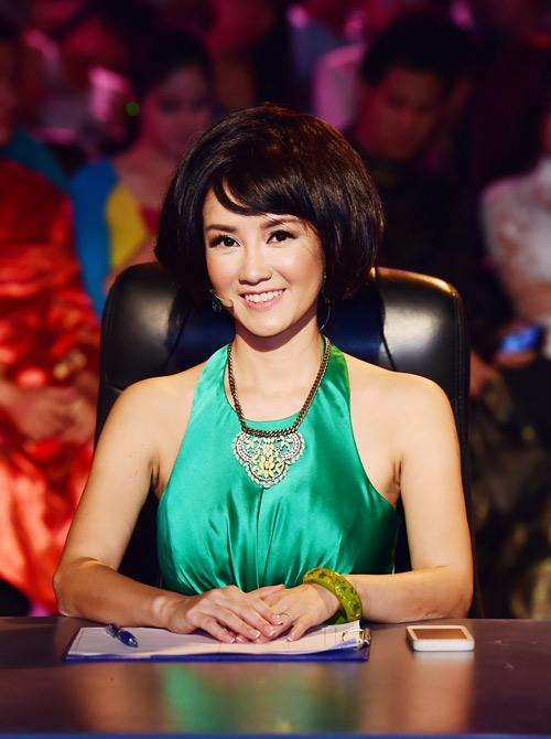 """Hồng Nhung quyến rũ với áo yếm trên """"ghế nóng"""" - 1"""