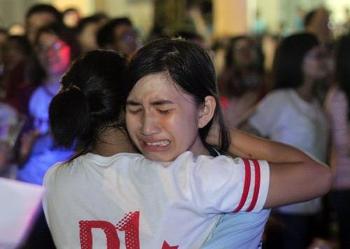 HS Lê Hồng Phong nức nở trong lễ trưởng thành - 1