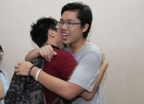 HS Lê Hồng Phong nức nở trong lễ trưởng thành - 10