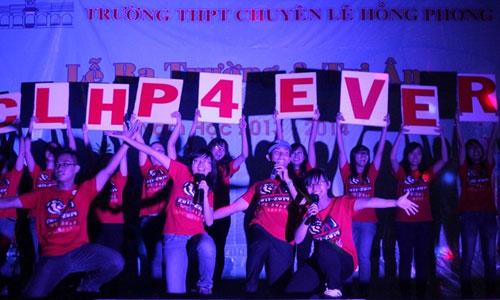 HS Lê Hồng Phong nức nở trong lễ trưởng thành - 2