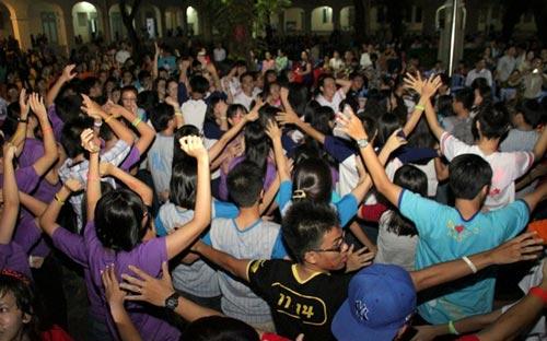 HS Lê Hồng Phong nức nở trong lễ trưởng thành - 3