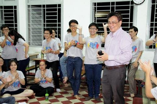 HS Lê Hồng Phong nức nở trong lễ trưởng thành - 6