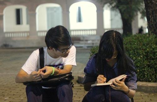 HS Lê Hồng Phong nức nở trong lễ trưởng thành - 7