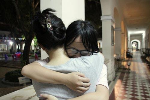 HS Lê Hồng Phong nức nở trong lễ trưởng thành - 9