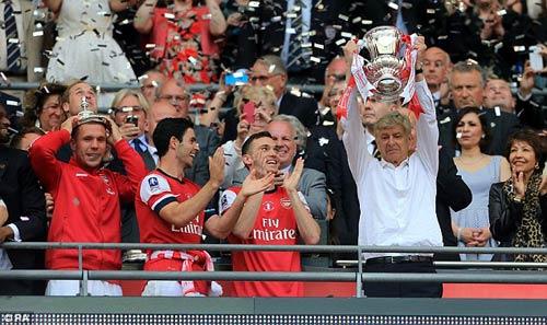 Arsenal: 3.283 ngày ròng & 120 phút diệu kỳ - 3